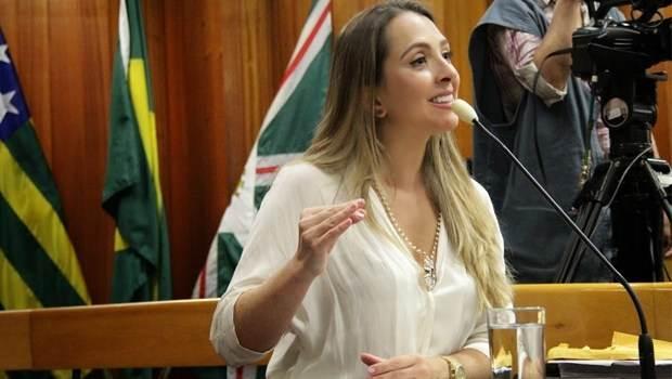Vereadora Tatiana Lemos é autora da lei que prevê par de tênis para alunos de escolas municipais de Goiânia | Foto: Reprodução