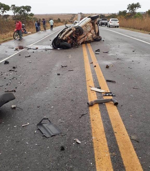 Veículo Celta ficou bastante danificado com a colisão | Foto: reprodução