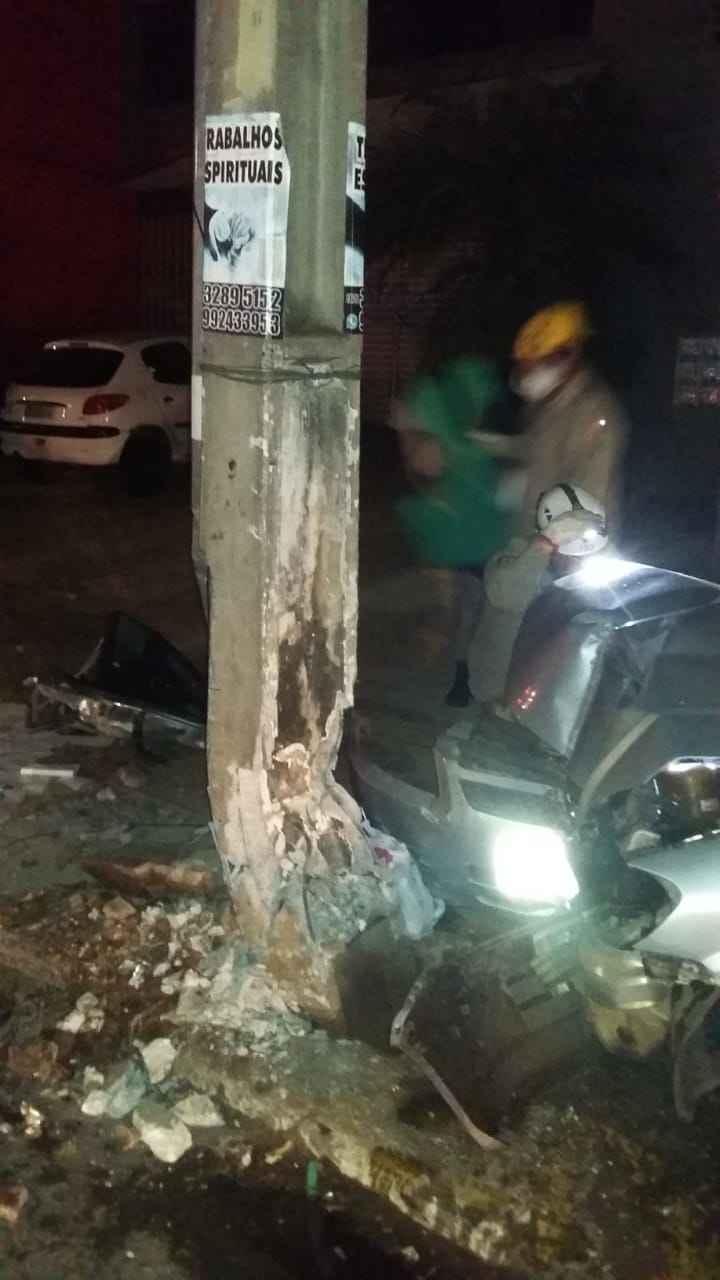 Bombeiros tiveram que resgatar as vítimas presas às ferragens | Foto: reprodução