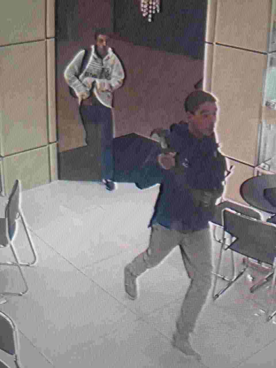 Criminosos foram flagrados durante assalto a joalheria dentro do Aparecida Shopping | Foto: Reprodução