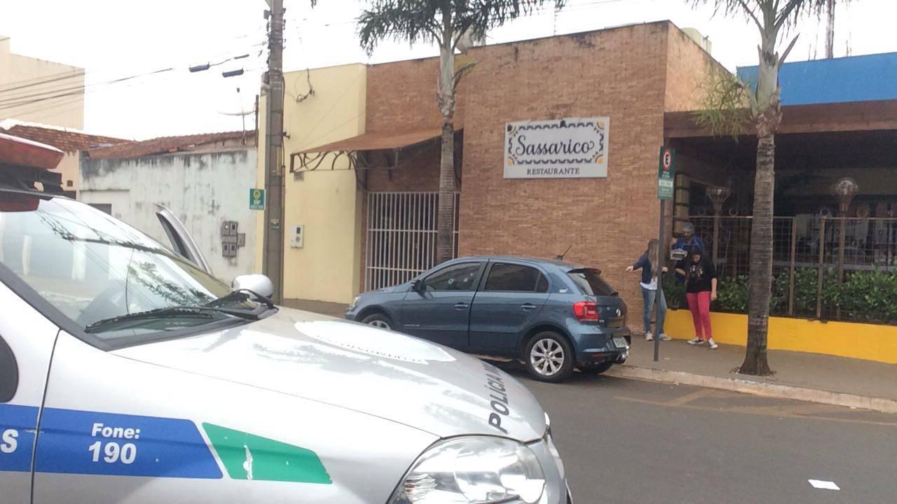 A vítima foi alvejada quando preparava para descer do carro | Foto: Leitor Folha Z