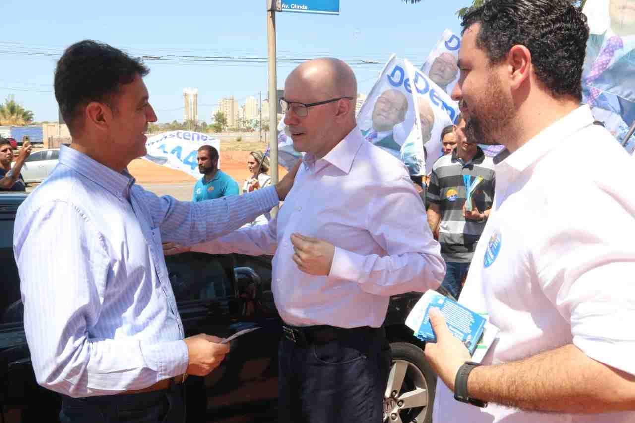 Demóstenes Torres em campanha com moradores da região metropolitana de Goiânia | Foto: Divulgação