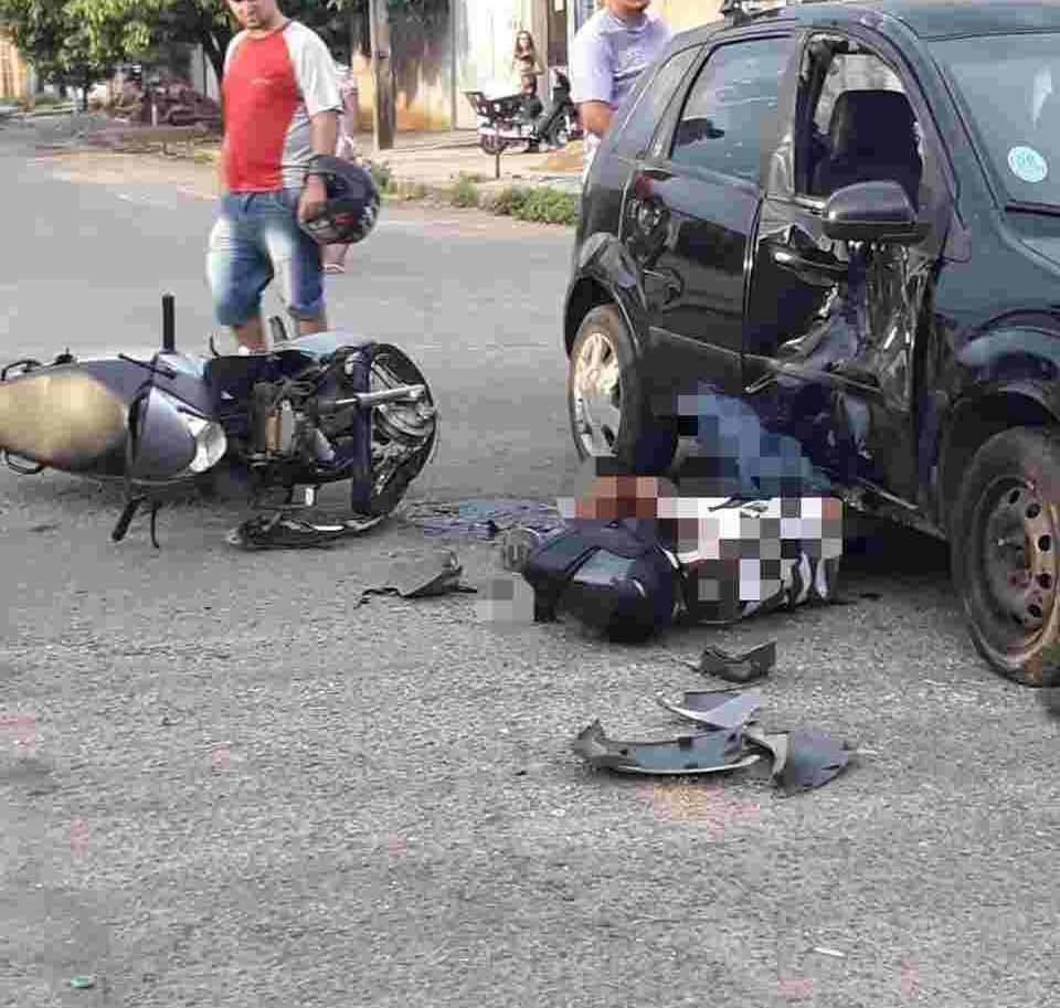 Com o impacto, a moto chegou a ficar intacta em posição vertical | Foto: Divulgação