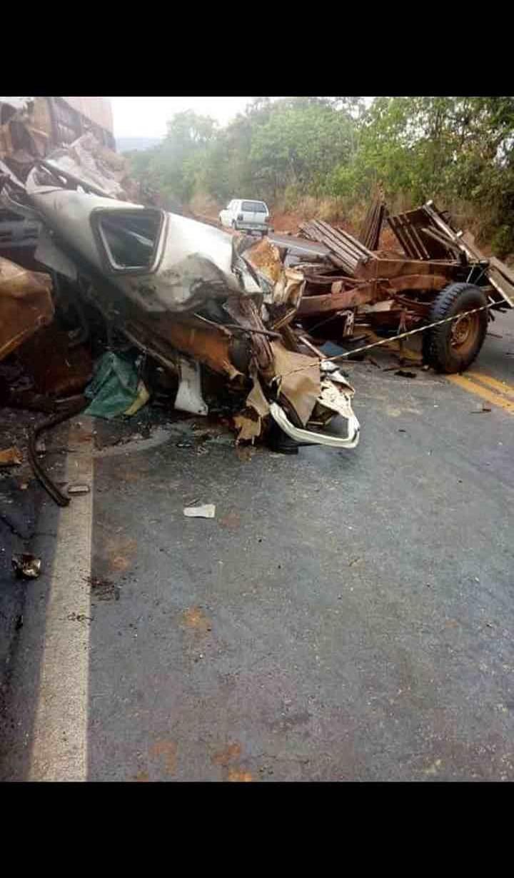 Camionete ficou completamente destruída após o grave acidente | Foto: divulgação