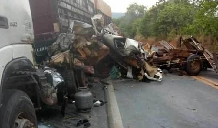 Motorista da camionete faleceu no local após o acidente | Foto: reprodução