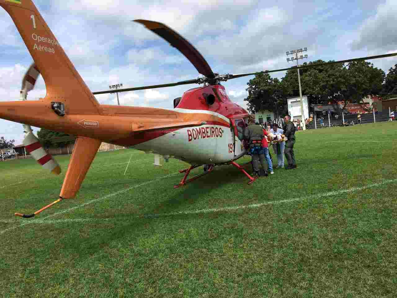 Helicóptero dos Bombeiros encaminhou vítima de Bonfinópolis para Goiânia   Foto: divulgação