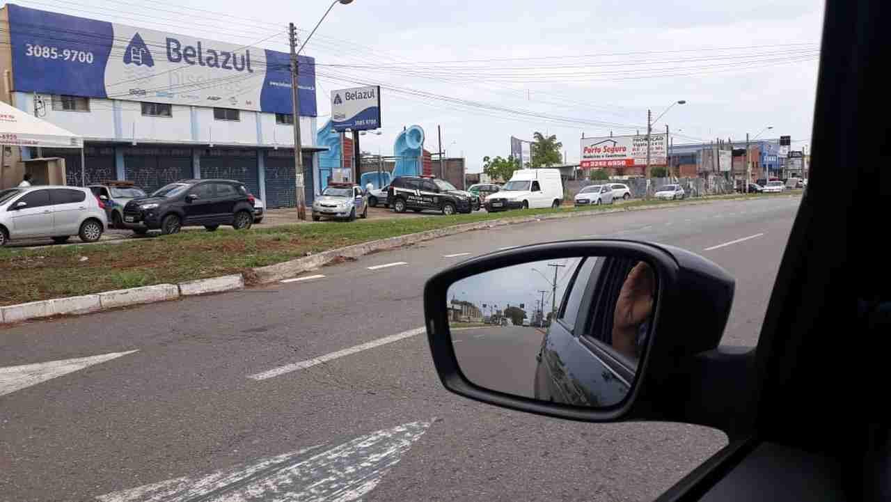 Assalto termina com um morto e outro ferido em loja de piscina na Avenida Rio Verde, em Aparecida | Foto: Leitor Folha Z