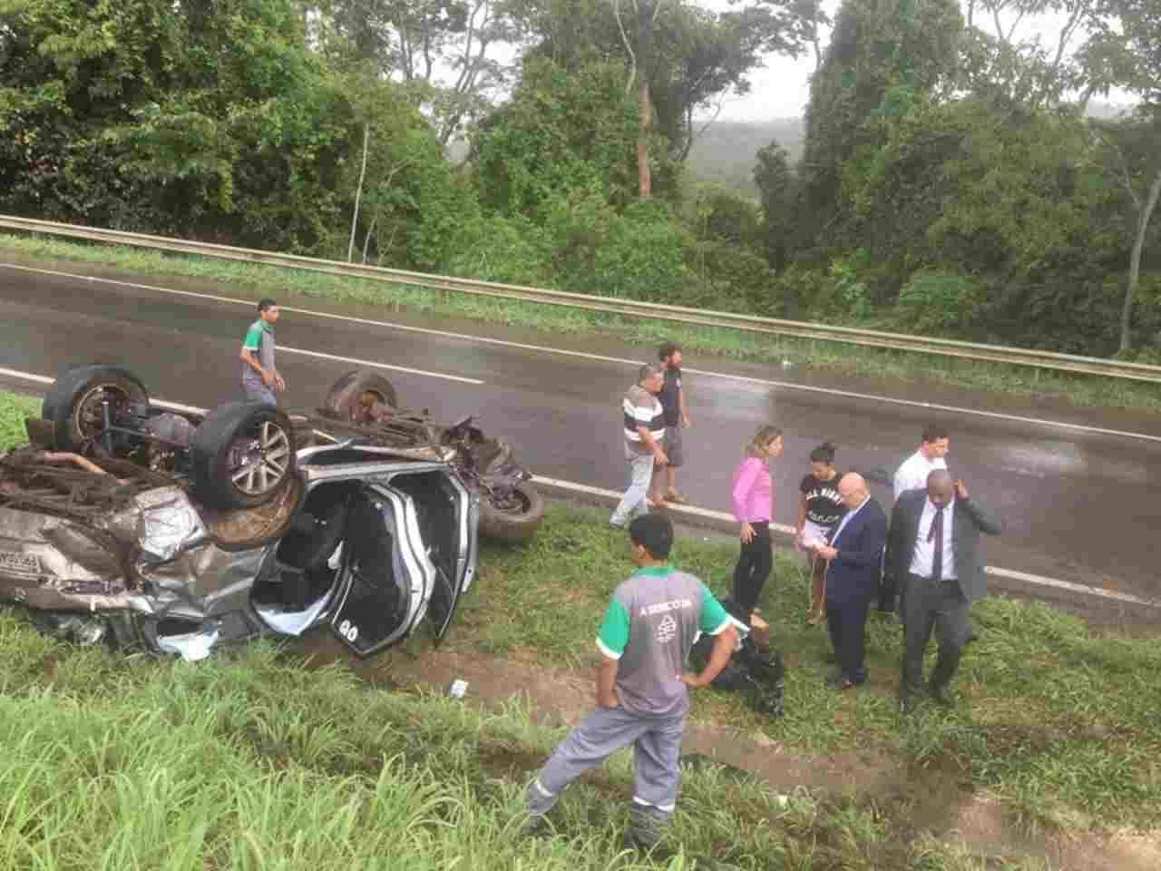 Veículo ocupado pelo deputado Professor Alcides capotou em Rodovia Federal nesta quarta-feira, 31 | Foto: Valdemy Teixeira