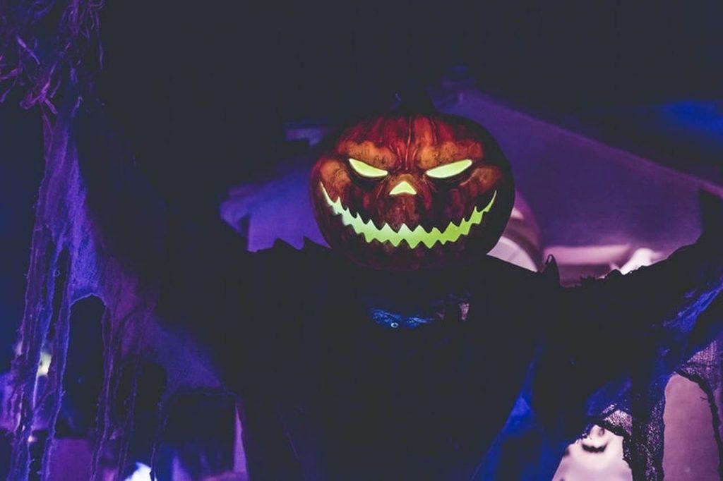 Com atrações e ingressos já à venda, é bom já indo ajustando seu calendário às festas sombrias do Halloween | Foto: Reprodução
