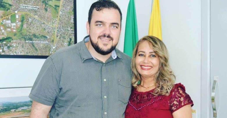 Jane Maria ao lado do prefeito Gustavo Mendanha | Foto: Reprodução