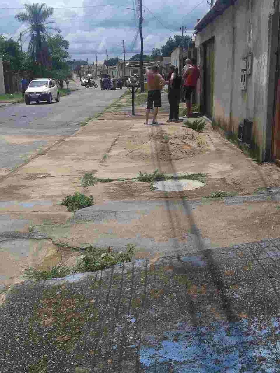 Jovem assaltante morre em troca de tiros com a PM no Independência Mansões | Foto: Leitor / Folha Z