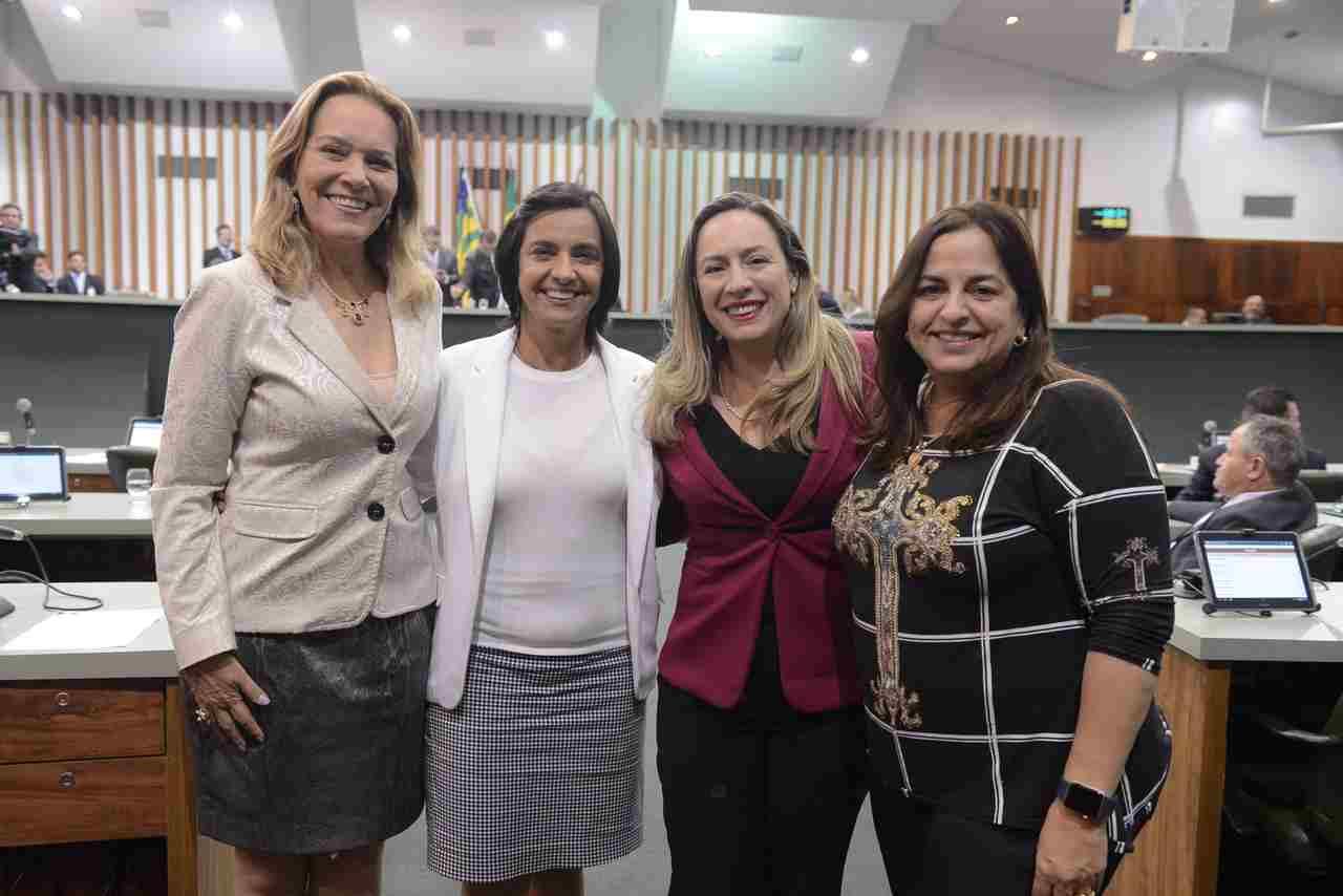 Bancada feminina na 18º Legislatura da Assembleia Legislativa de Goiás. Na foto, da esquerda para direita, estão as deputadas Lêda Borges (PSDB), Isaura Lemos (PCdoB), Delegada Adriana Accorsi (PT) e Eliane Pinheiro (PSDB) | Foto: Ruber Couto