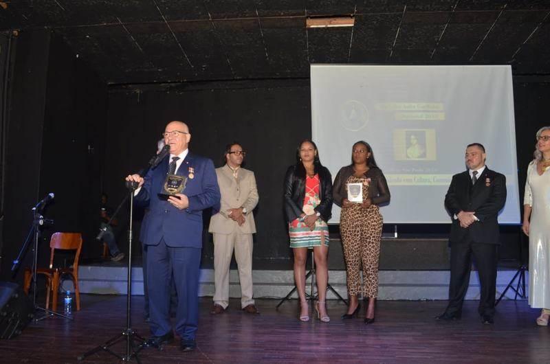 Professor recebeu dois prêmios na cerimônia | Foto: Divulgação