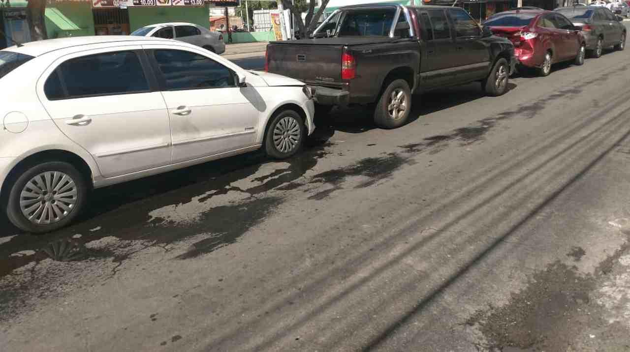 Após colisão com a S-10, traseira do Fiesta ficou bastante danificada   Foto: leitor Folha Z