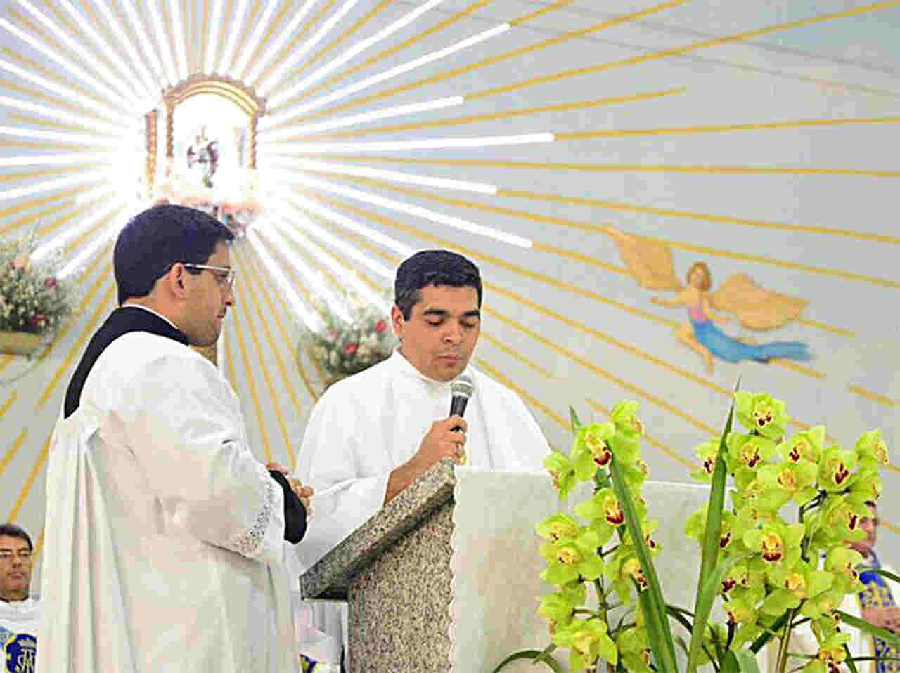 Tayrone di Martino, que tem forte ligação com o Santuário do Divino Pai Eterno de Trindade, pretende abrir igreja em Goiânia | Foto: Reprodução / Facebook