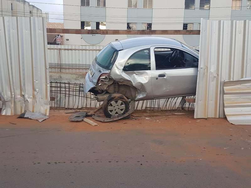Bêbado bate duas vezes tentado fugir de abordagem em Aparecida. Ford KA foi vítima | Foto: Reprodução