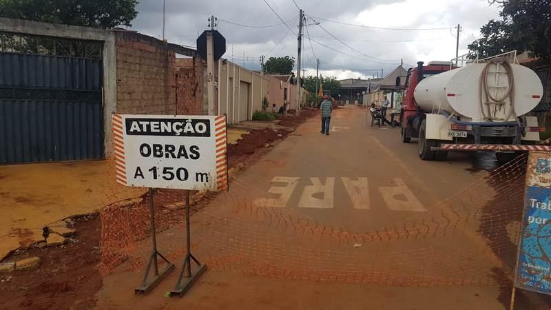 Moradores reclamam de serviços deixados por empresa de saneamento   Foto: Folha Z