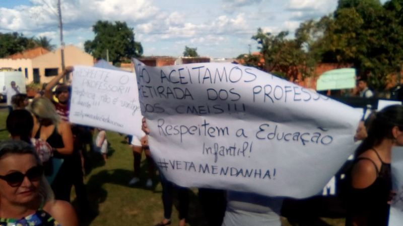 Visita de Temer em Aparecida tem protesto de professores | Foto: Leitor / Folha Z