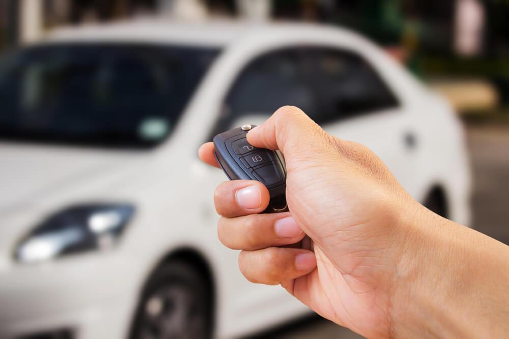 Teste o controle do carro anteriormente, para conhecer como ele funciona e para saber a distância máxima de acionamento | Foto: Reprodução