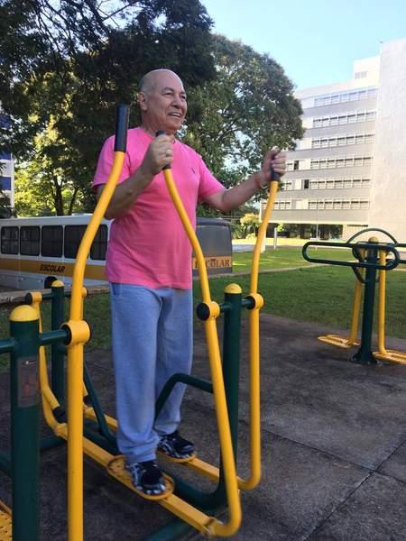 Em Brasília, deputado goiano acorda todos os dias às 5h45 para caminhar. Nas fotos, também aparece o assessor Ronaldo Coelho | Foto: Divulgação