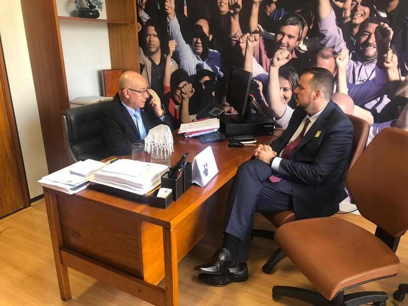 Gustavo Mendanha debate Aparecida com o deputado federal Professor Alcides (PP) | Foto: Divulgação