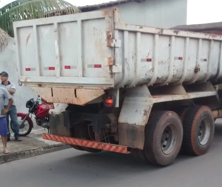 Adolescente morre atropelada por caminhão Goiânia