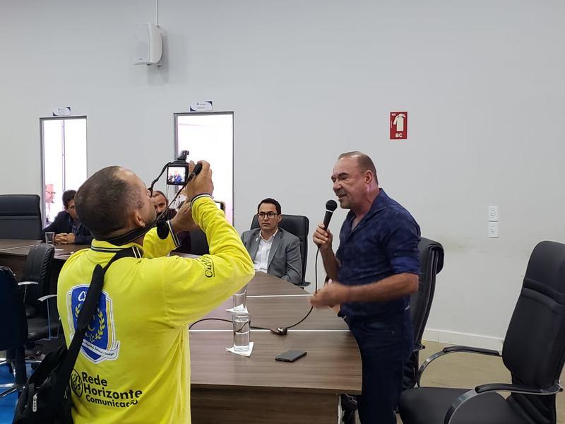 Vereador Edilson Ferreira (MDB) defendeu o presidente da Câmara de Aparecida na sessão desta quarta, 17 | Foto: Folha Z