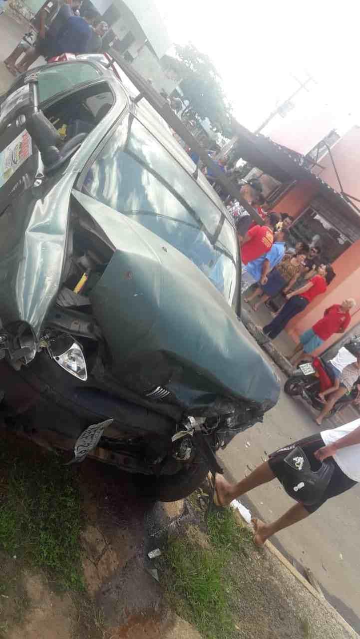 Carros batem de frente grave acidente Jd Tiradentes Aparecida