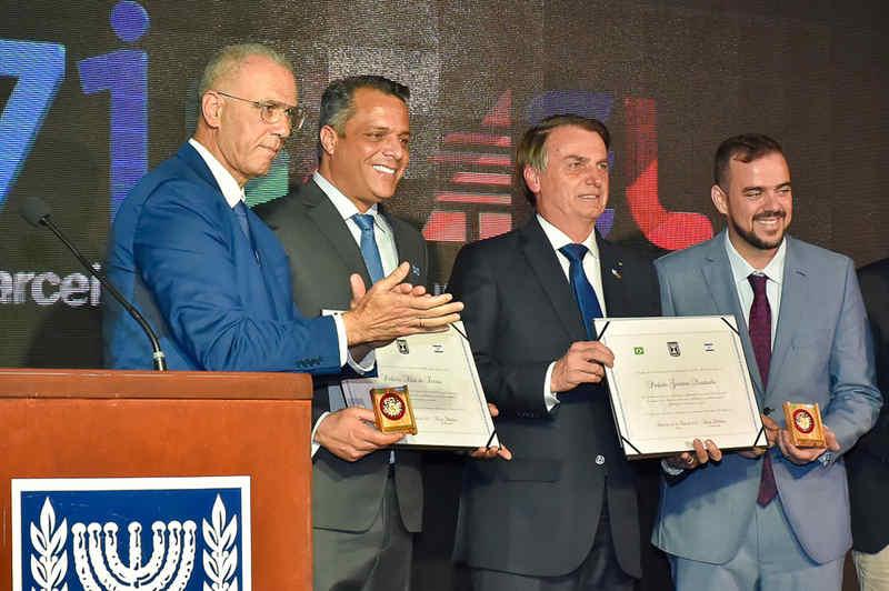 Mendanha e Bolsonaro ganham homenagem de Isarael em Brasília | Foto: Rodrigo Estrela