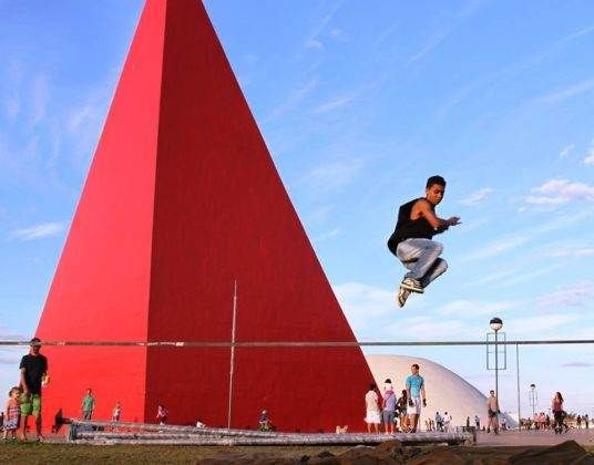 Centro Cultural Oscar Niemeyer é palco frequente para os adeptos do Slackline | Foto: Divulgação/GoSlack