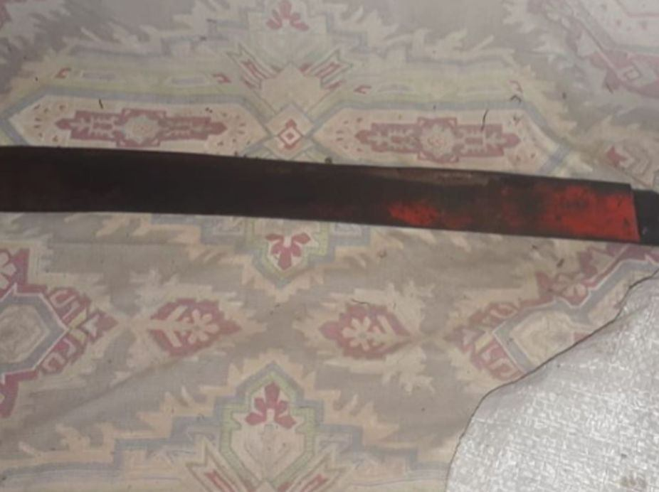 Ele tinha em seu poder o facão que utilizou para degolar o idoso   Foto: Divulgação / PM