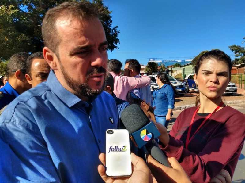 Com inflamação de garganta, prefeito Gustavo Mendanha fala durante solenidade de entrega de 15 novas viaturas para a GCM de Aparecida | Foto: Folha Z