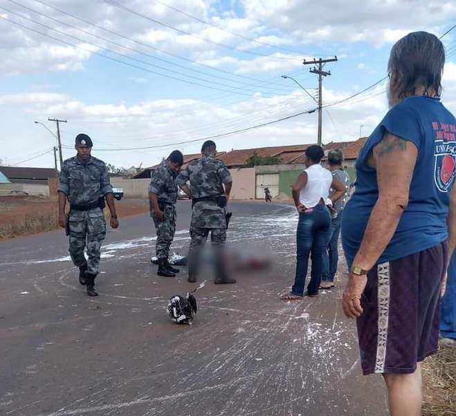 Motociclista de 32 anos ficou em estado gravíssimo após ser atingido por um motorista embriagado no Buriti Sereno | Foto: Leitor / Folha Z