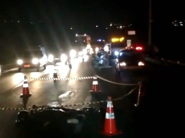 Motociclista de 47 anos morreu após ser atropelado por uma carreta na BR-153, em Aparecida | Foto: Reprodução