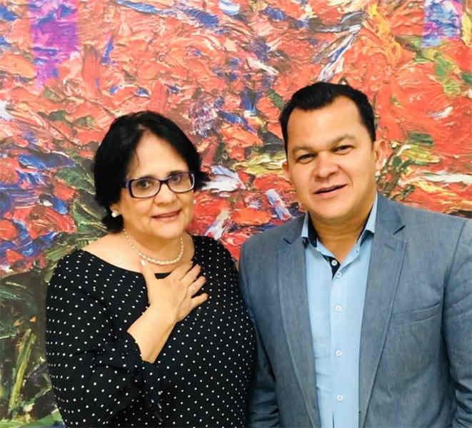 Ministra da Mulher, Família e Direitos Humanos, Damares Alves, e secretário Executivo de Juventude de Aparecida, Hanléryo Arantes | Foto: Reprodução