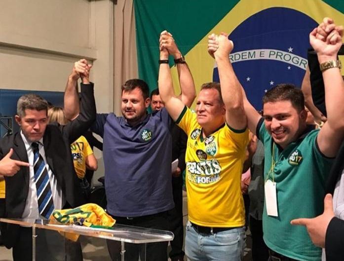 Delegado Waldir e os demais deputados do PSL: Paulo Trabalho, Major Araújo e Humberto Teófilo