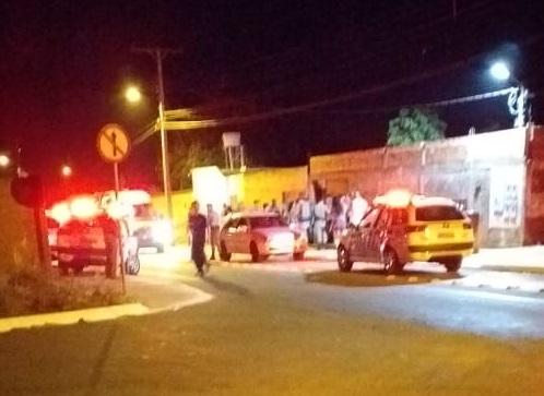 Jovem é morto a tiros dentro de casa no Village Garavelo, em Aparecida