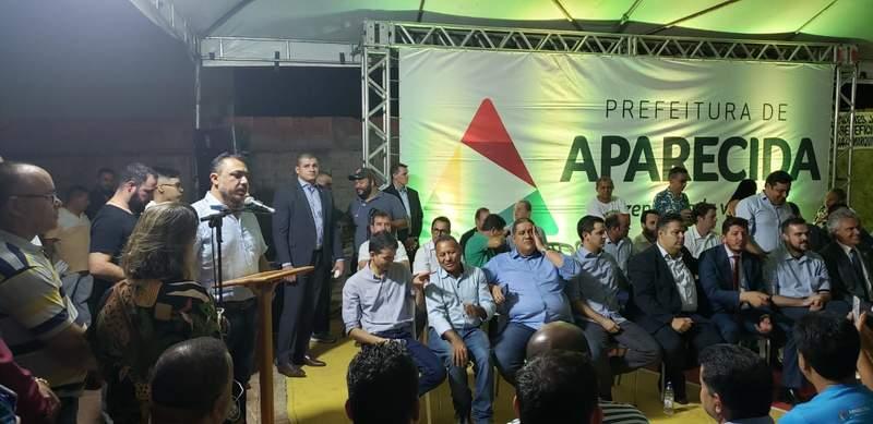 Vereador André Fortaleza (PRTB) acabou discursando em nome da Câmara na ausência do presidente | Foto: Folha Z