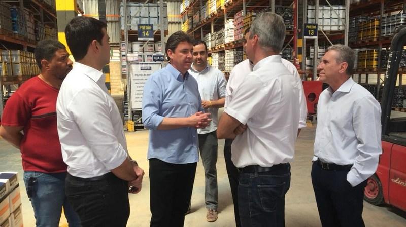 Secretário de Indústria, Comércio e Serviços, Wilder Morais, visitou nesta quinta, 12, em Aparecida de Goiânia, espaço onde será construída a nova planta industrial da indústria de Tintas Leinertex | Foto: Divulgação / Governo de Goiás