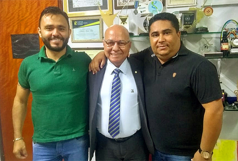 Empresário Onomar Novais, deputado federal Professor Alcides e líder político Adriano Silva | Foto: Reprodução