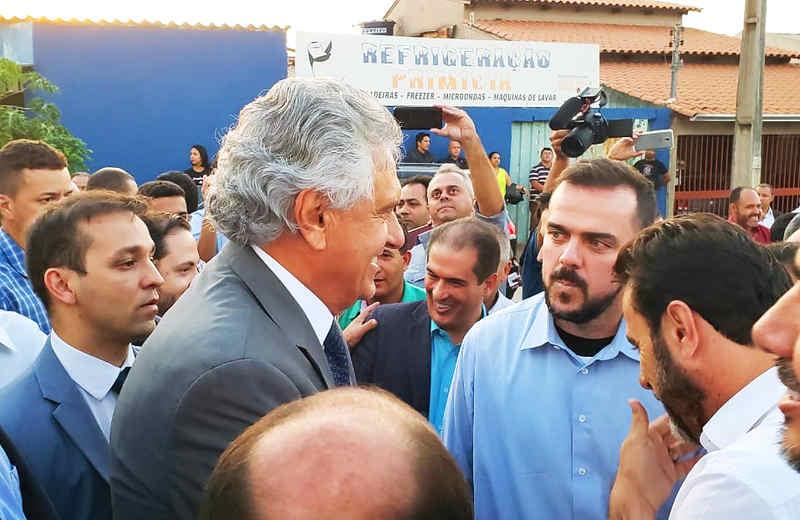 Inauguração de uma praça, denominada Elísio Gonçalves Guimarães, selou o primeiro encontro político-administrativo entre Ronaldo Caiado (DEM) e Gustavo Mendanha (MDB) em 2019 | Foto: Folha Z