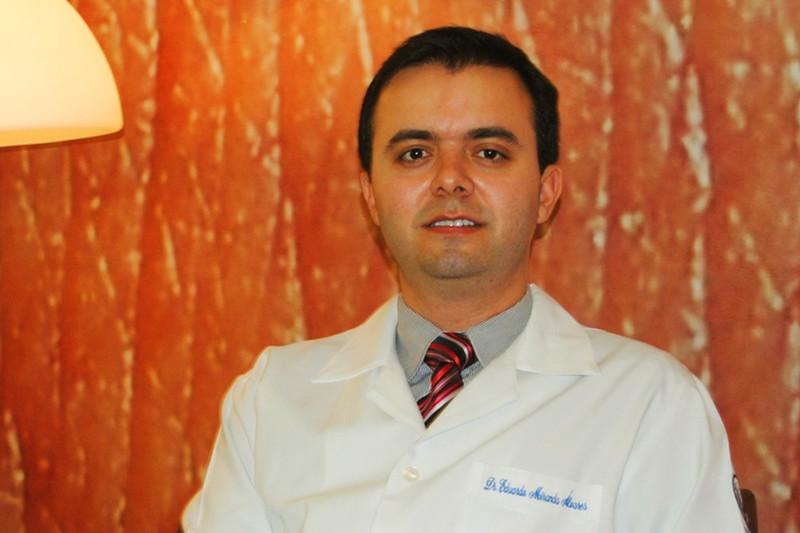 Dermatologista Eduardo Álvares explica que os raios emitidos pelo sol são prejudiciais à pele | Foto: Arquivo
