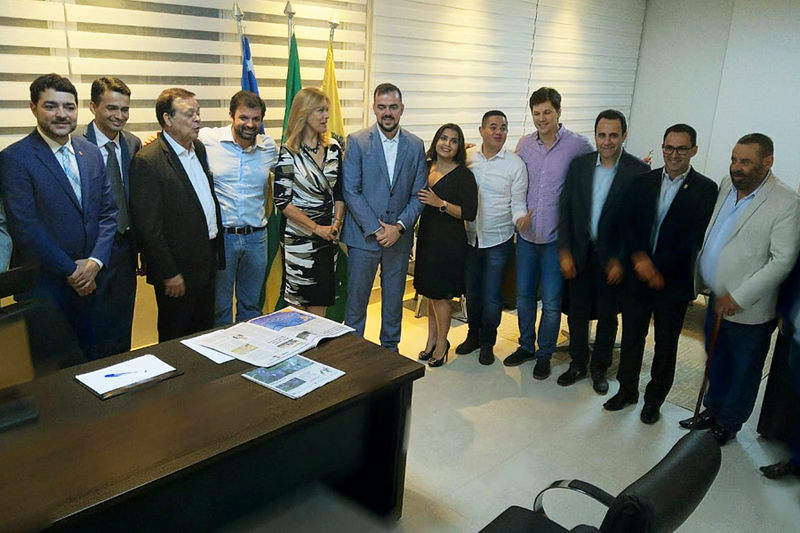 Prefeito Gustavo Mendanha apresentou seu gabinete a convidados   Foto: Folha Z