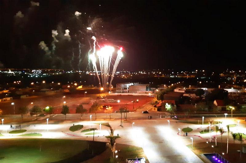 Convidados tiveram vista privilegiada de fogos de artifício disparados em frente ao Paço   Foto: Folha Z