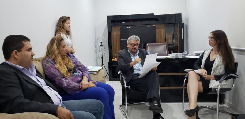 Ao lado dos advogados Ezízio Barbosa, Walquyria Wictowicz e Letícia Barbosa, Luziano da Costa afirmou que estava focado em provar a sua inocência | Foto: Folha Z
