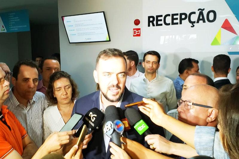 Prefeito Gustavo Mendanha em entrevista coletiva durante entrega da Cidade Administrativa | Foto: Folha Z