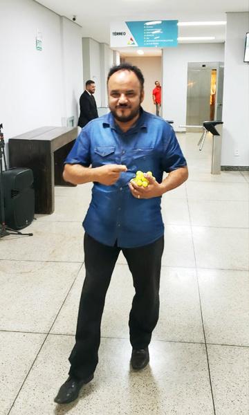 Vereador Pastor João Santana na saída da festa   Foto: Folha Z