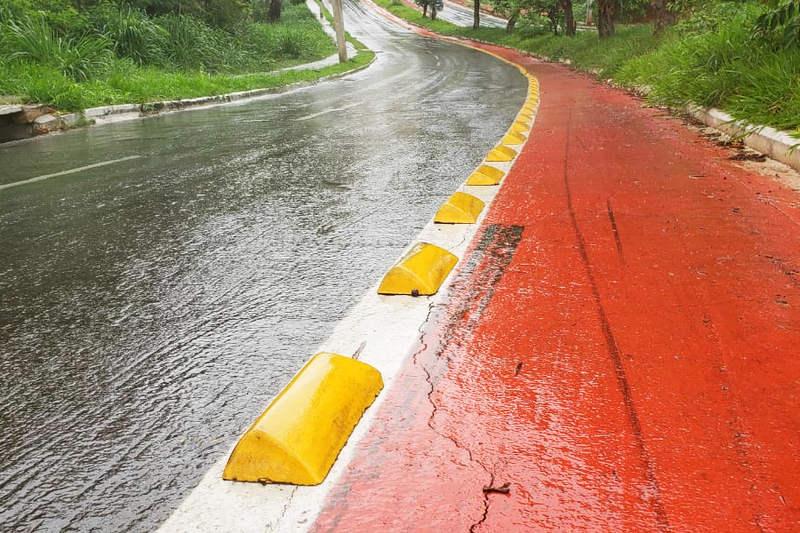 Asfalto na Av. Benedito de Toledo mostra sinais de rachaduras | Foto: Folha Z