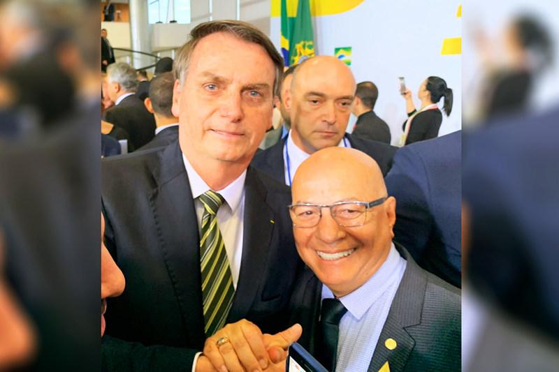 Presidente Jair Bolsonaro (PSL) e deputado federal Professor Alcides (PP) na cerimônia de 300 dias do governo   Foto: Divulgação