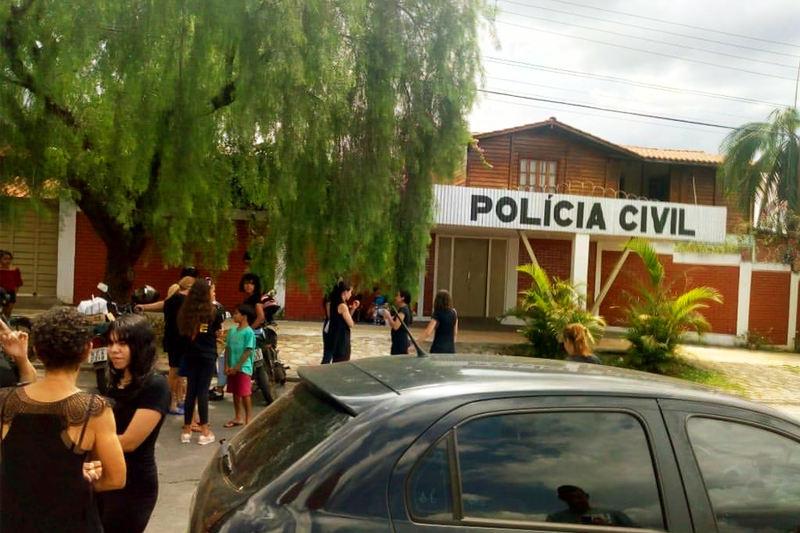 Manifestantes caminharam por cerca de 10 km até a sede do Grupo de Investigação de Homicídios (GIH) de Aparecida   Foto: Divulgação